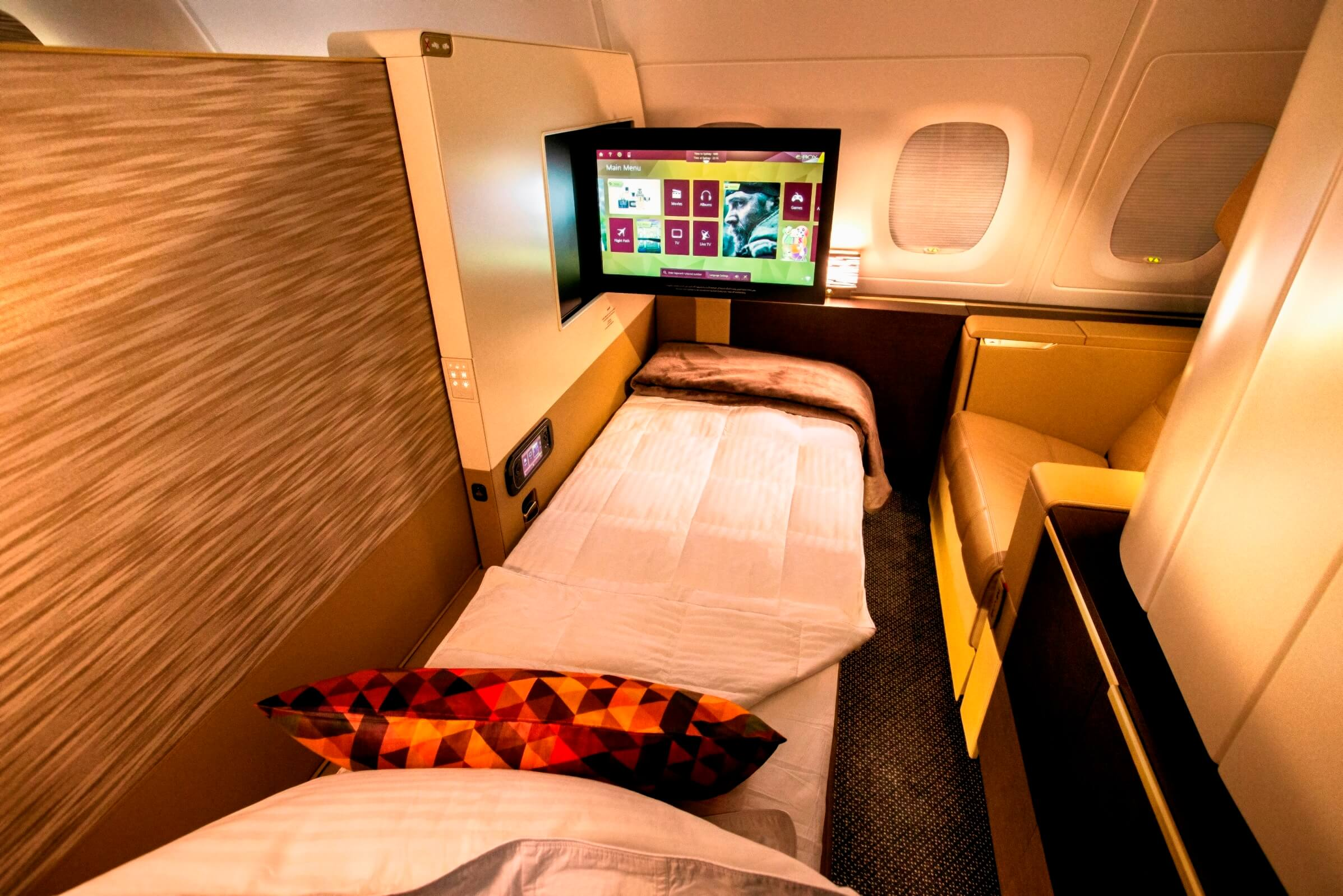 Poltrona First Class.Skytrax Hat Trick For Etihad Airways First Class Melissa Hoyer